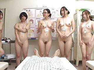 JAV CMNF护士队员为患者脱光衣服。字幕