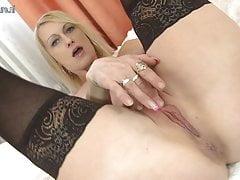 Madre sexy con la vagina affamata