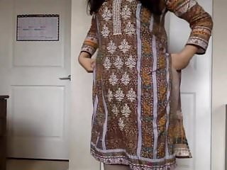 Stripping Homemade Desi video: desi girl Stripping her Salwar Kameez to Nude and Teasing us