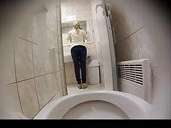 Estrangeiro - Skryté Cam HD piss v toaletní části4