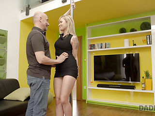 Hardcore Teen Blonde video: Boyfriend went for pizza so his father seduces teen blonde