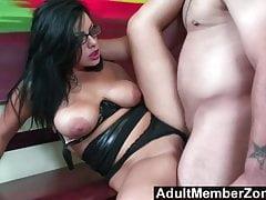 AdultMemberZone - masáž dostane tento Busty Babe Horny jako Fu