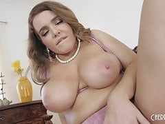 Natasha Nice Fingers Herself in Bed
