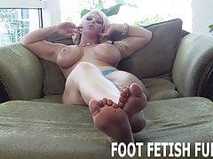 Ich brauche einen Sklavenjungen, der weiß, wie man Füße anbetet