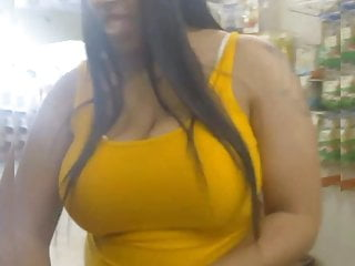 Tits Voyeur porno: Ebony Tits in Dollar Store