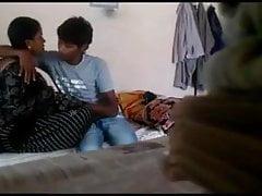 Indyjski żonaty romans z młodszym chłopcem z sąsiedztwa