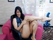 webcam broad shows feet brunette