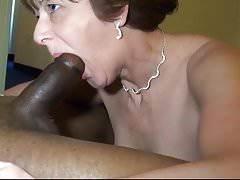 Madura ama su salchicha sólida negra