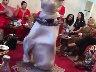 Arab Blowjob Big Ass video: Une fille marocaine qui danse au rhthme 2019 gros cul