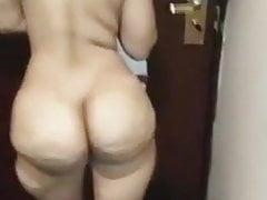 Slut nuda araba con un bottino fantastico