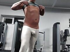 Arroyman bulge tights at the gym | Porn-Update.com