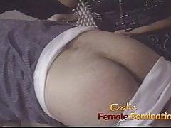 Dominantní milf triky chlapce pizzy jako její sexuální otrok