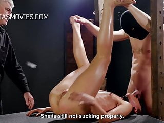 Bdsm Cunt Slave video: Cunt whipping for young model