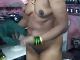 Mature aunty nude afterbath capture by husband