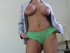 Ho preso un paio di mutandine sexy per prenderti in giro in JOI