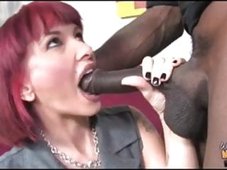 White mom fucked by black in ass in...