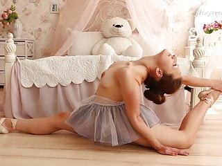 Brunette girl Nino Belover doing extraordinary spreads