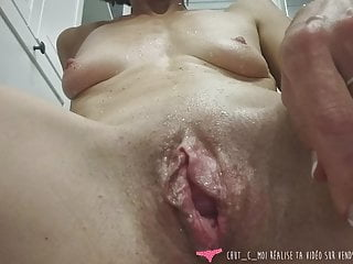 Vends-ta-culotte – French Woman inserts Ice in Pussy and Ass