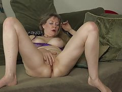 mature mom next door feeding her pussyfree full porn