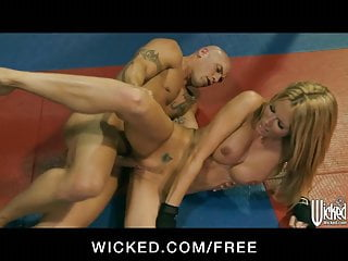 Jessica Drake wrestles her trainer for rough-sex