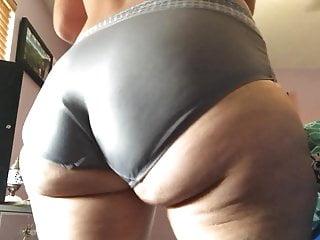 Jiggly booty milf joi...