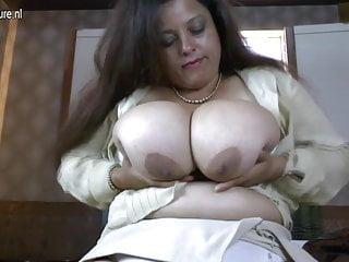 Madre spagnola con incredibili tette enormi
