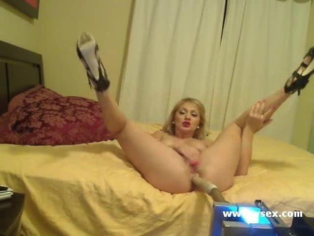 Pornstar Lea Lexis live anal cam sex machine