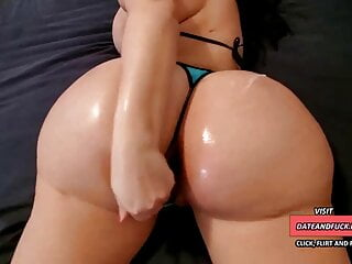 EXTREMELY HUGE ASS LOOKING A HUGE COCK