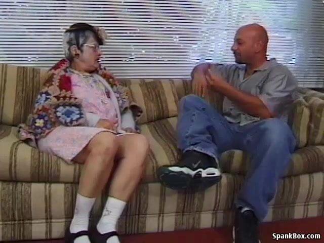 Anyuci megkívánta a bönrtönből szabadult kopasz fiát