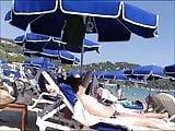 Voyeur a la plage (110) - tiny tits topless beach candid