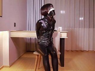 fx-tube.com  Catsuit girl is gag
