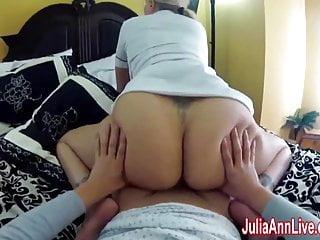 L infermiera Julia Ann scopa il suo paziente nel recupero