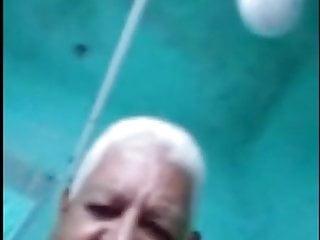 Vovo brasileiro de 83 anos gozando