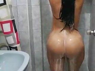 Ailgarh aunty with bathing...