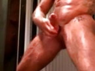 Naked bodybuilder tanning bed jo...