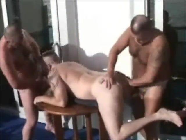 prsatá dívka kouření
