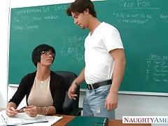 Follando en la Escuela a Maestra Super Tetona - Shay Fox