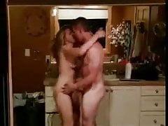jeune homme baise une meuf bourree en soiree devant ses potePorn Videos
