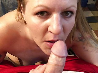White trash slut with tattoos cock gets the...