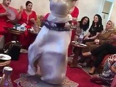 Une fille marocaine qui danse au rhthme 2019 gros cul.
