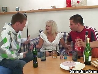 Drinking leads to threesome orgy