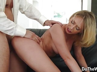 Housewife an Insatiable Karter Kagney Is Blonde Swinger Linn