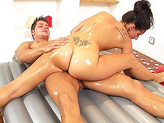Teen dostane masáž porno