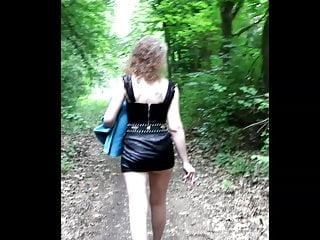 deutsche nuttig public in sexy outfit gedreht