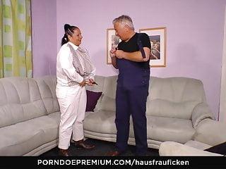 HAUSFRAU FICKEN - German granny housewife in blowjob video