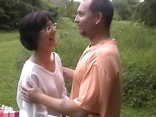 threesome Lisa outdoor and her cuckold