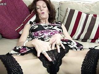 Calda nonna magra dà fuoco alla sua figa
