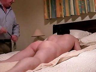 Ass spanking Roter Arsch Lederriemen