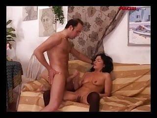 Matura italiana in gran scopata sul divano