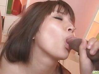 Hinata日本女孩口交和體內射精
